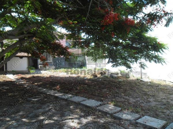 R82 – Maravilhoso Terreno á 50 mts da Praia dos Anjos