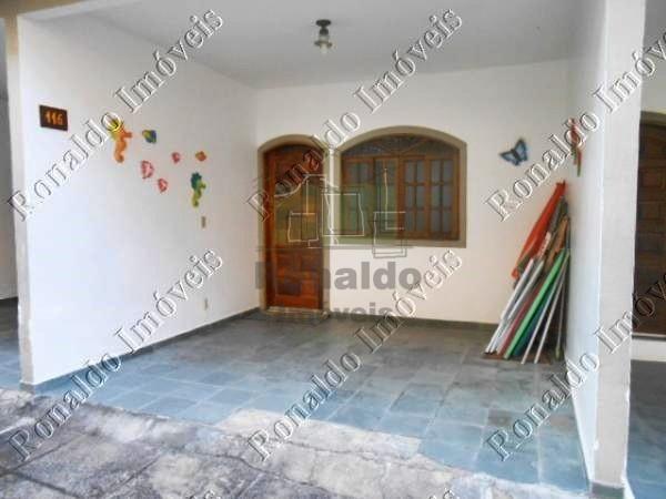 R120 – Casa triplex em condomínio, 02 quartos, Peró – Cabo Frio