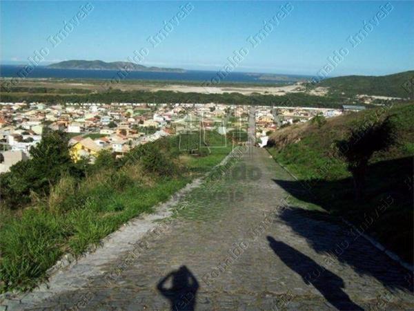 R177 – Excelente terreno em condomínio com linda vista, Peró – Cabo Frio