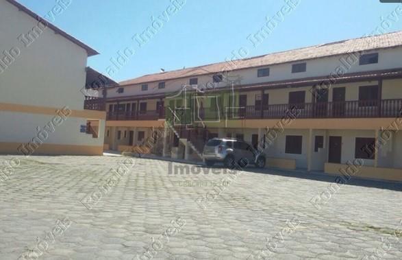 R179 – Excelente apartamento em condomínio com piscina, 02 quartos, Peró – Cabo Frio