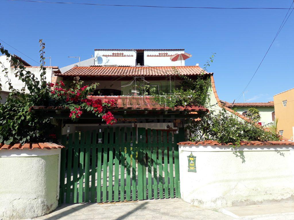 R102 – Casa em condomínio 03 quartos, Peró – Cabo Frio