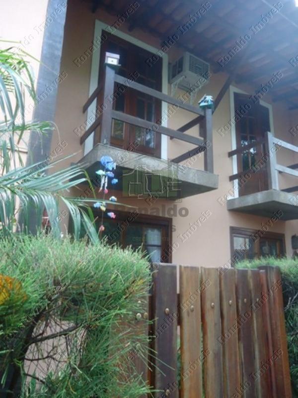 R130 – Casa duplex em condomínio 02 quadras da praia, Peró – Cabo Frio
