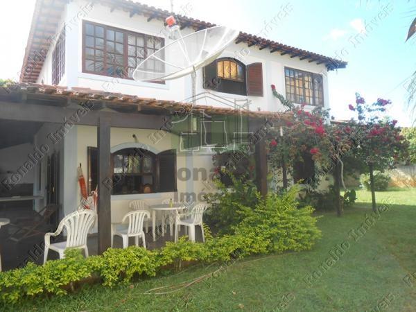 R142 – Casa independente, com lindo gramado, 03 quartos, Peró – Cabo Frio
