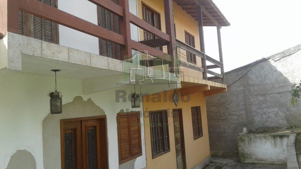 R83 – Casa duplex em condomínio, 03 quartos, Porto do Carro – Cabo Frio