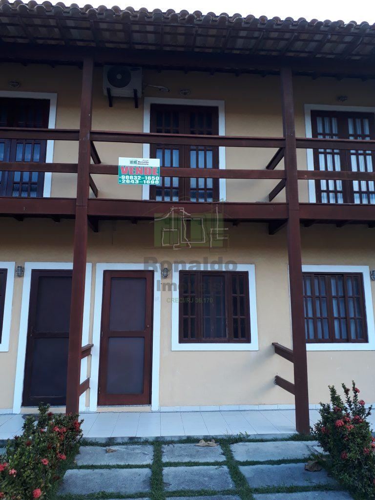 R135 – Casa duplex em condomínio, 02 quartos Peró – Cabo Frio