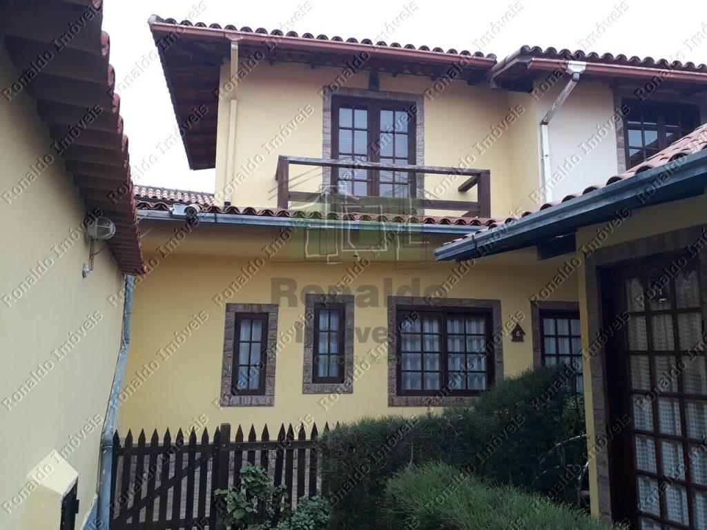 R198 – Casa em condomínio, 03 suítes, Peró – Cabo Frio