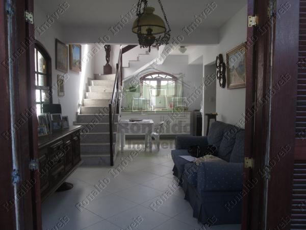 R168 – Casa duplex em condomínio 04 quartos, Peró – Cabo Frio