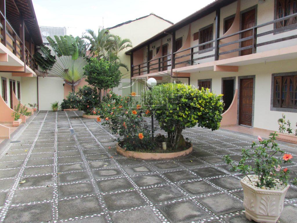 R175 – Apartamento duplex, 02 suítes, Peró – Cabo frio