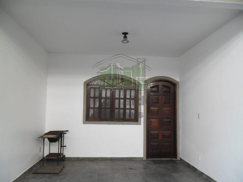 R117 – Casa triplex em condomínio, 02 quartos, Peró – Cabo Frio