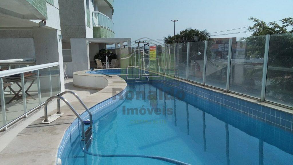 R221 – Apartamento em condomínio, 03 quartos / 01 suíte, Cabo Frio – Centro