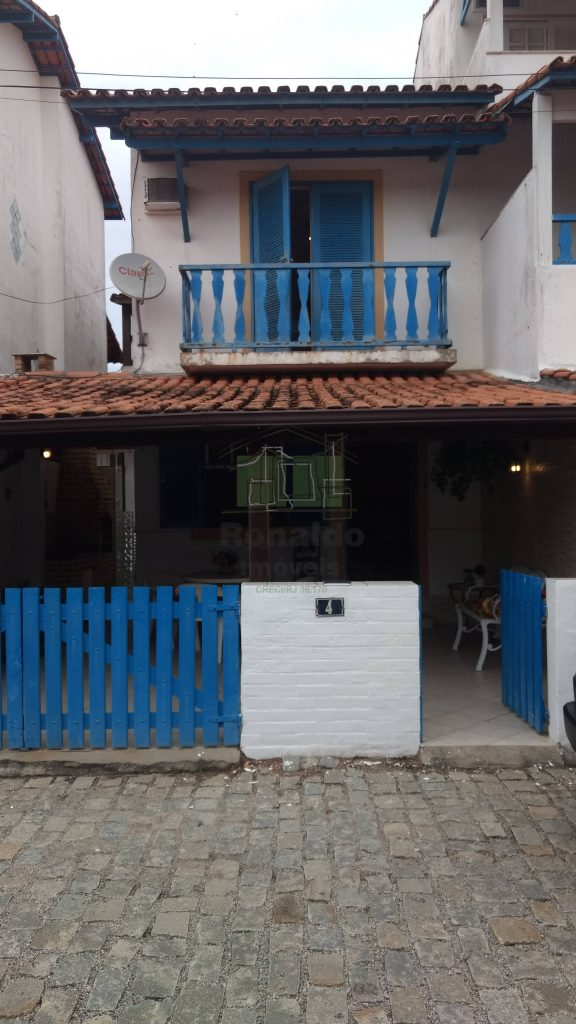 R181 – Casa duplex independente em condomínio, 03 quartos, Peró – Cabo Frio