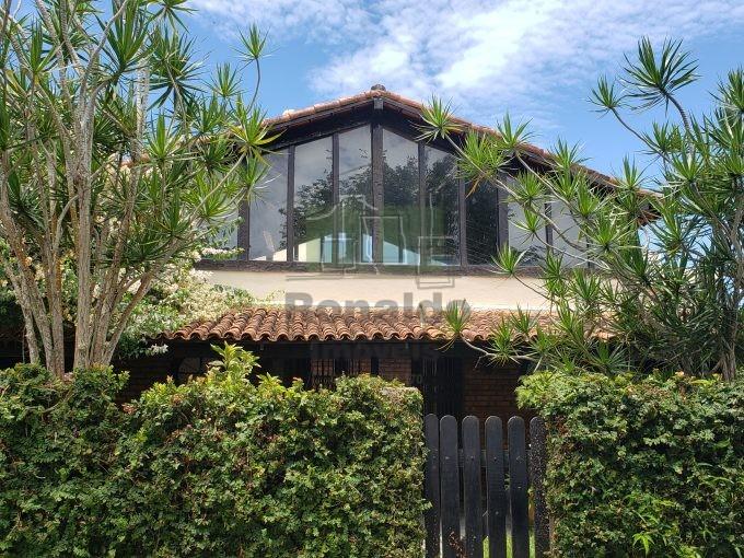 R254 – Casa Independente, 04 quartos / 01 suíte, Ogiva – Cabo Frio – RJ