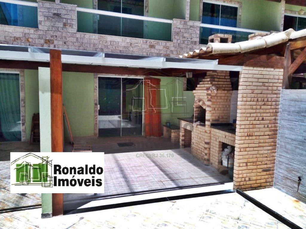R105 – Casa Triplex em condomínio, 04 quartos / 03 suítes, Peró – Cabo Frio – RJ